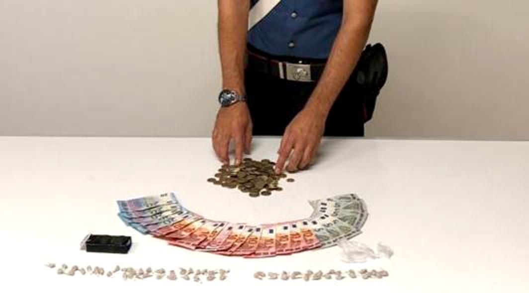 Napoli: spaccio di droga. Carabinieri arrestano tre pusher
