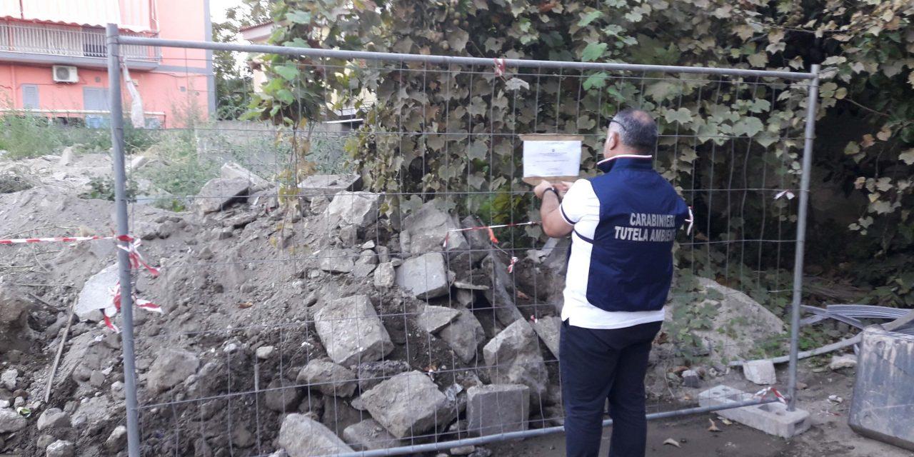 Rifiuti a Napoli: 50 metri cubi di rocce da scavo sul piazzale. Carabinieri denunciano una donna