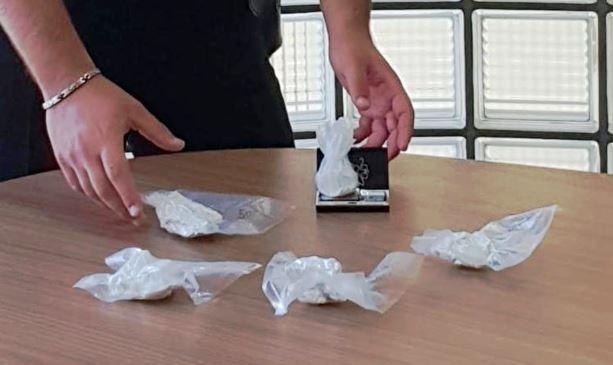 Arzano. Carabinieri notano auto sospetta e scoprono droga: arrestato 31enne