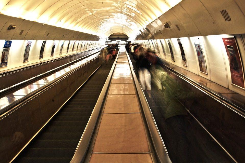 Torino. Giovane di 29 anni muore cadendo dalle scale mobili