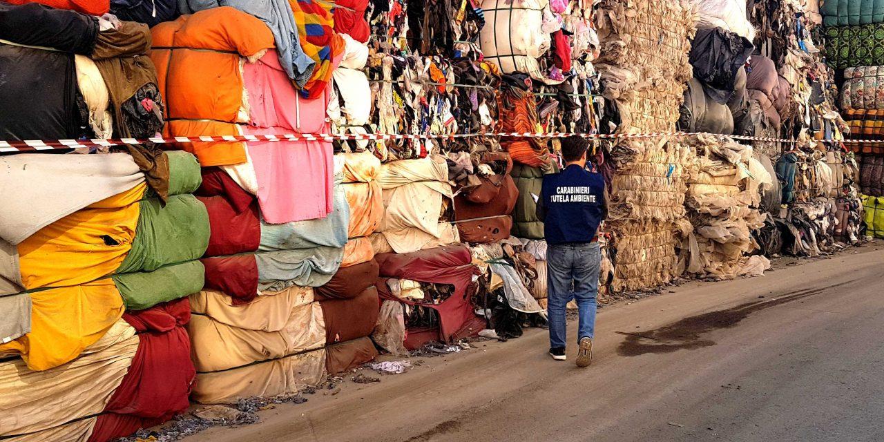 Acerra: grandi quantità di rifiuti in ditta di recupero. Carabinieri sequestrano tutto