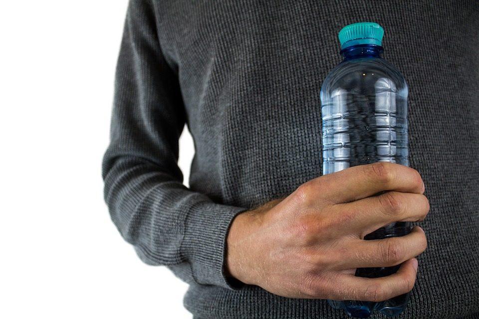 Il Ministero della Salute dispone il ritiro di alcuni lotti di acqua minerale Fonte Italia
