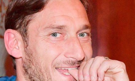 """Francesco Totti, """"Un capitano"""" stasera su Sky uno speciale sul campione romanista"""