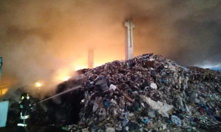 Disastro ambientale a Marcianise: a fuoco un capannone pieno di rifiuti