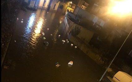 Tombini ostruiti e le strade di Frattaminore si trasformano in fiumi