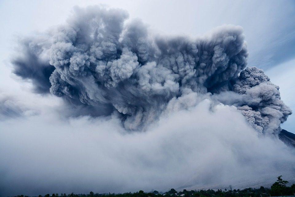 Indonesia: dopo terremoto e tsunami, sull'isola di Sulawesi erutta il vulcano
