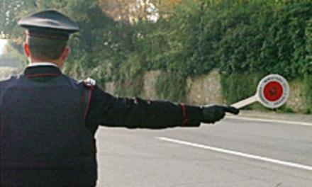 Torre Annunziata. In giro sullo scooter nonostante i domiciliari, non si ferma all'alt e ferisce un carabiniere