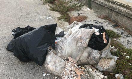 Frattamaggiore, cemento e rifiuti: la denuncia del M5S