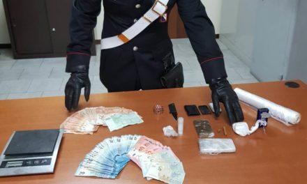 Droga a Casoria: carabinieri scoprono in una abitazione 69 grammi di cocaina