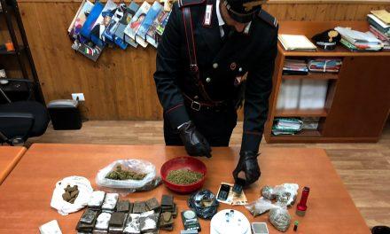 Droga e munizioni in una abitazione a Casoria: due trentenni arrestati