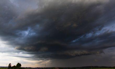 Maltempo e raffiche di vento: sale il bilancio delle vittime