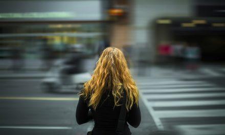 Milano. Giovane 16enne sotto shock, subisce un'aggressione e si difende con la cartella