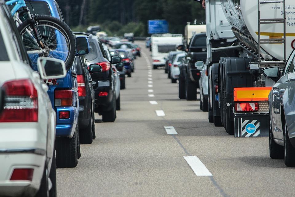 Incidente in autostrada tra Afragola e Acerra: camion si ribalta, traffico paralizzato
