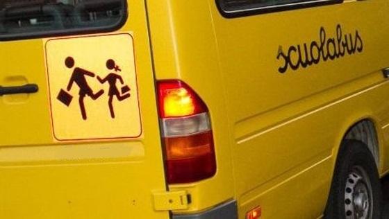 Fuga d'amore per un bimbo che prende lo scuolabus e va a trovare l'amichetta malata