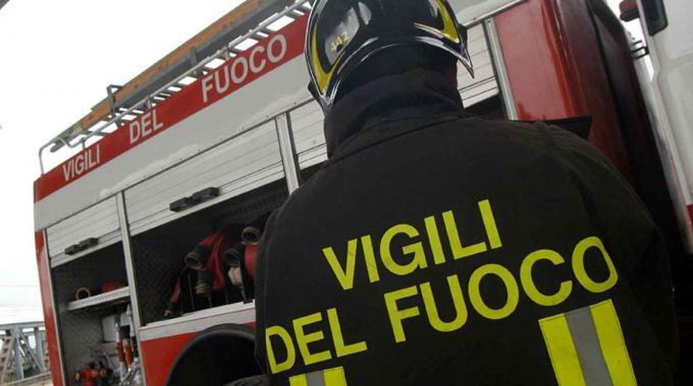 """Milano, in fiamme deposito di rifiuti. Il Comune: """"Tenere le finestre chiuse"""""""