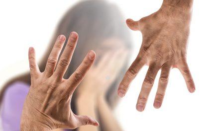 Novara, suona alla porta della vicina di casa e la stupra: arrestato romeno