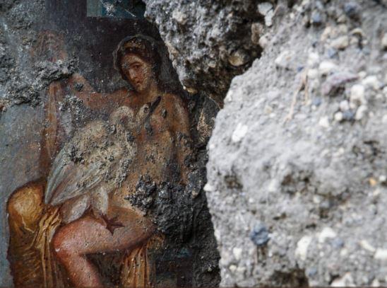 Negli scavi di Pompei emerge un meraviglioso affresco. Una bellezza da lasciare senza fiato