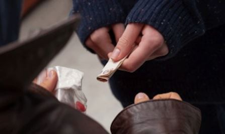 Napoli. 17enne spacciava droga fuori le scuole al Vomero