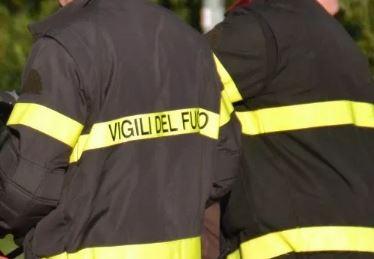 Torre del Greco. Incendia l'auto della ex parcheggiata in strada: arrestato uomo
