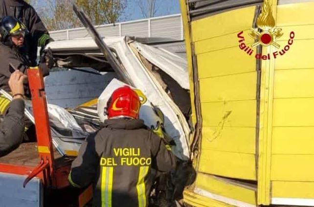Incidente sull'A4 tra camion: muore un giovane di 29 anni