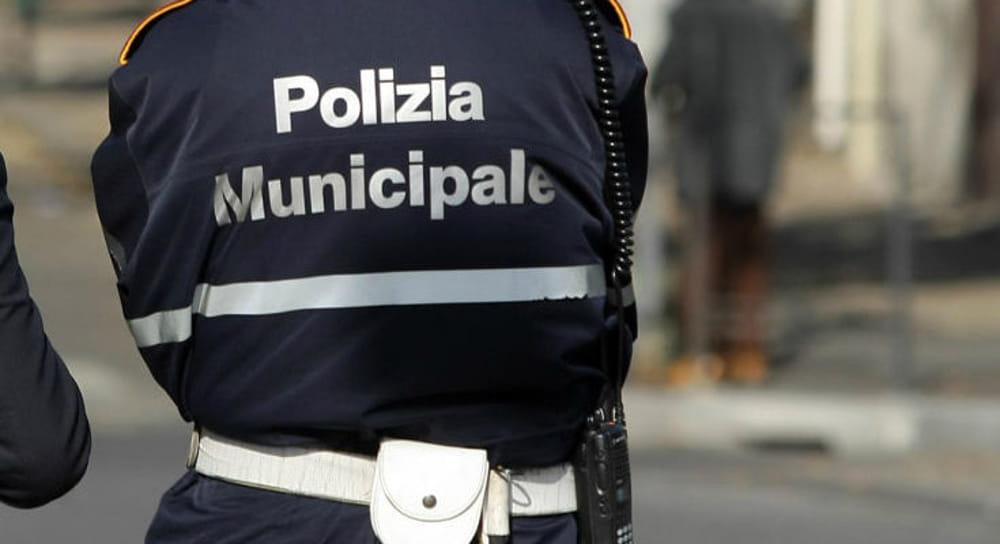 Pugno duro della polizia municipale a Casoria. Ad Arpino elevati numerosi verbali