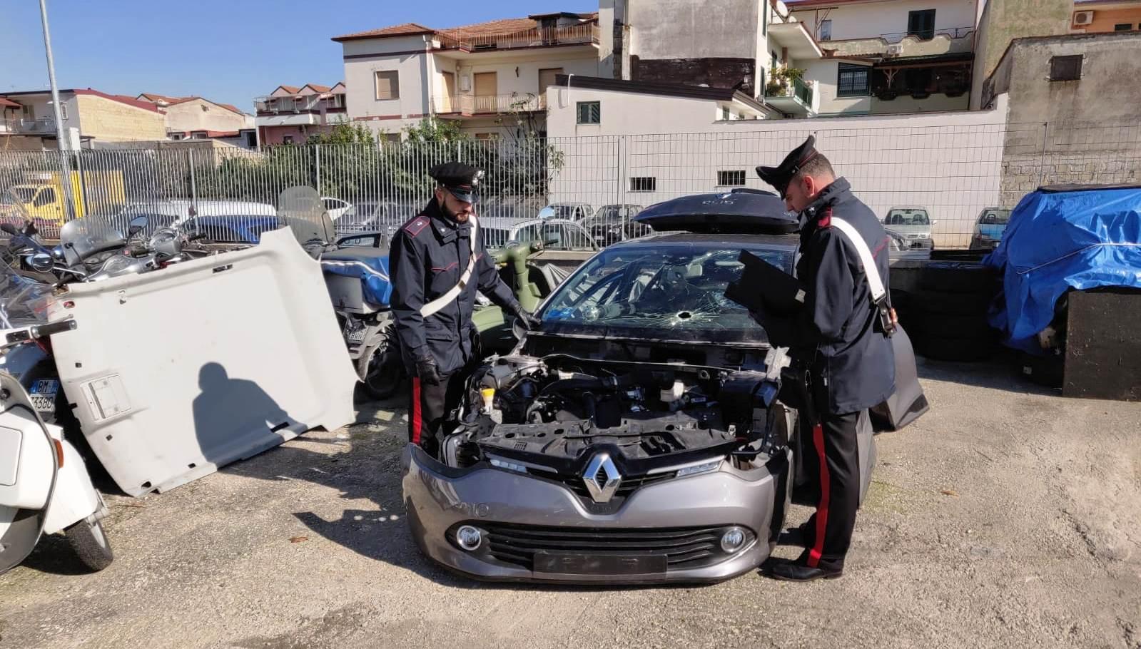 Casandrino. Tre uomini stavano smontando una vettura rubata: arrestati dai carabinieri