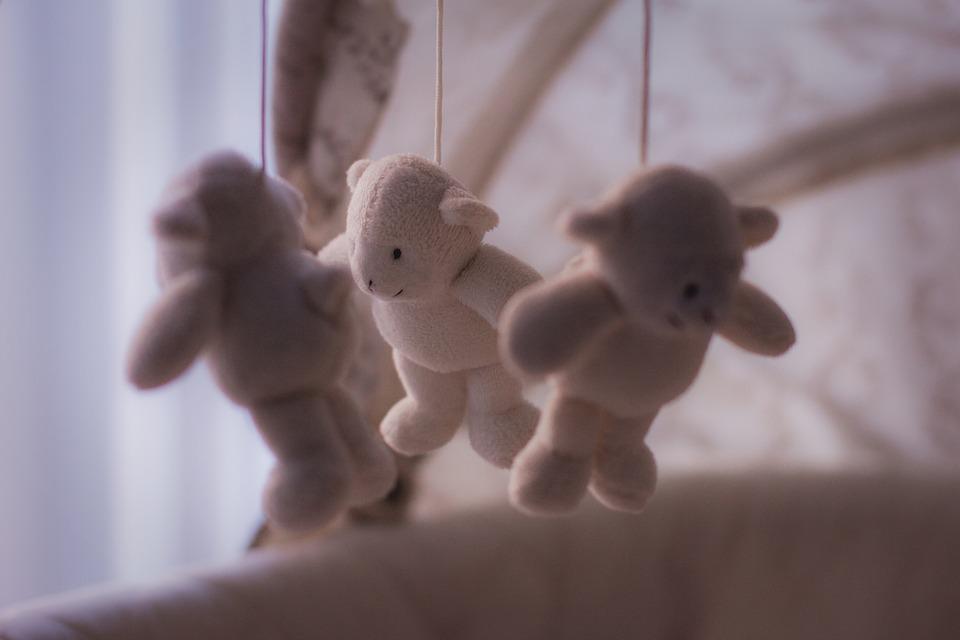 Biella. Trovato morto in culla bimbo di 5 mesi