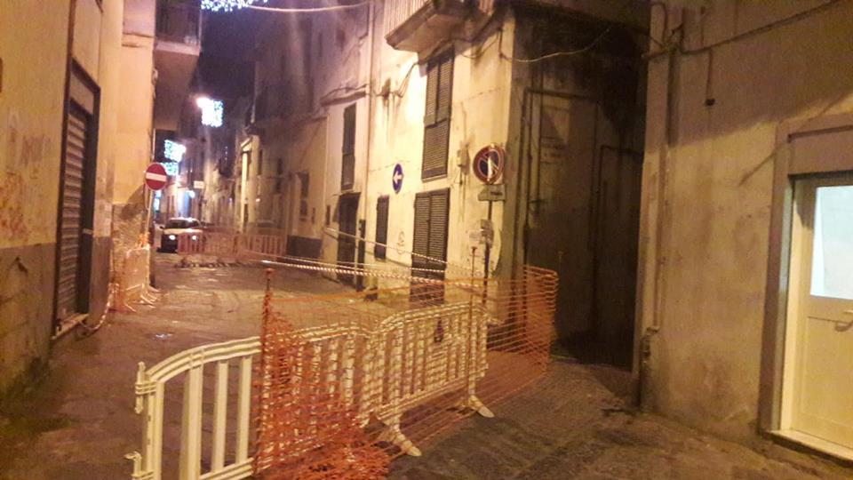 Paura a Casoria: palazzo pericolante. Intervengono i vigili del fuoco