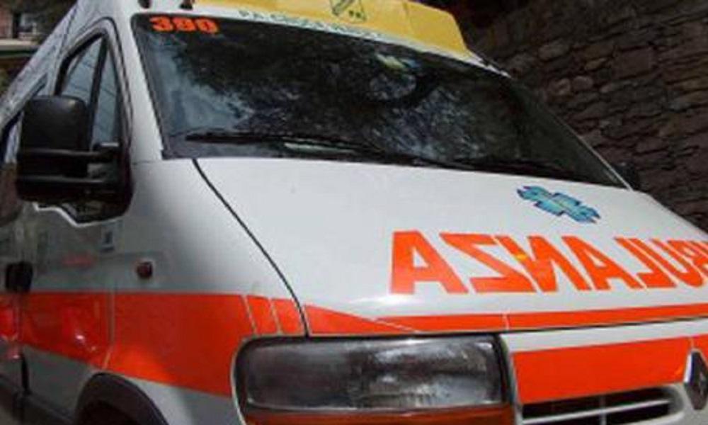 Incidente a Milano: tranviere ha un malore e il tram finisce contro due auto, ci sono feriti