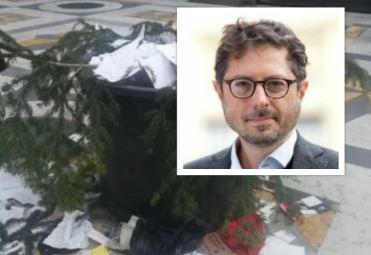 """Albero rubato in Galleria Umberto di Napoli. Borrelli (Verdi): """"Non possiamo arrenderci davanti ai delinquenti"""""""