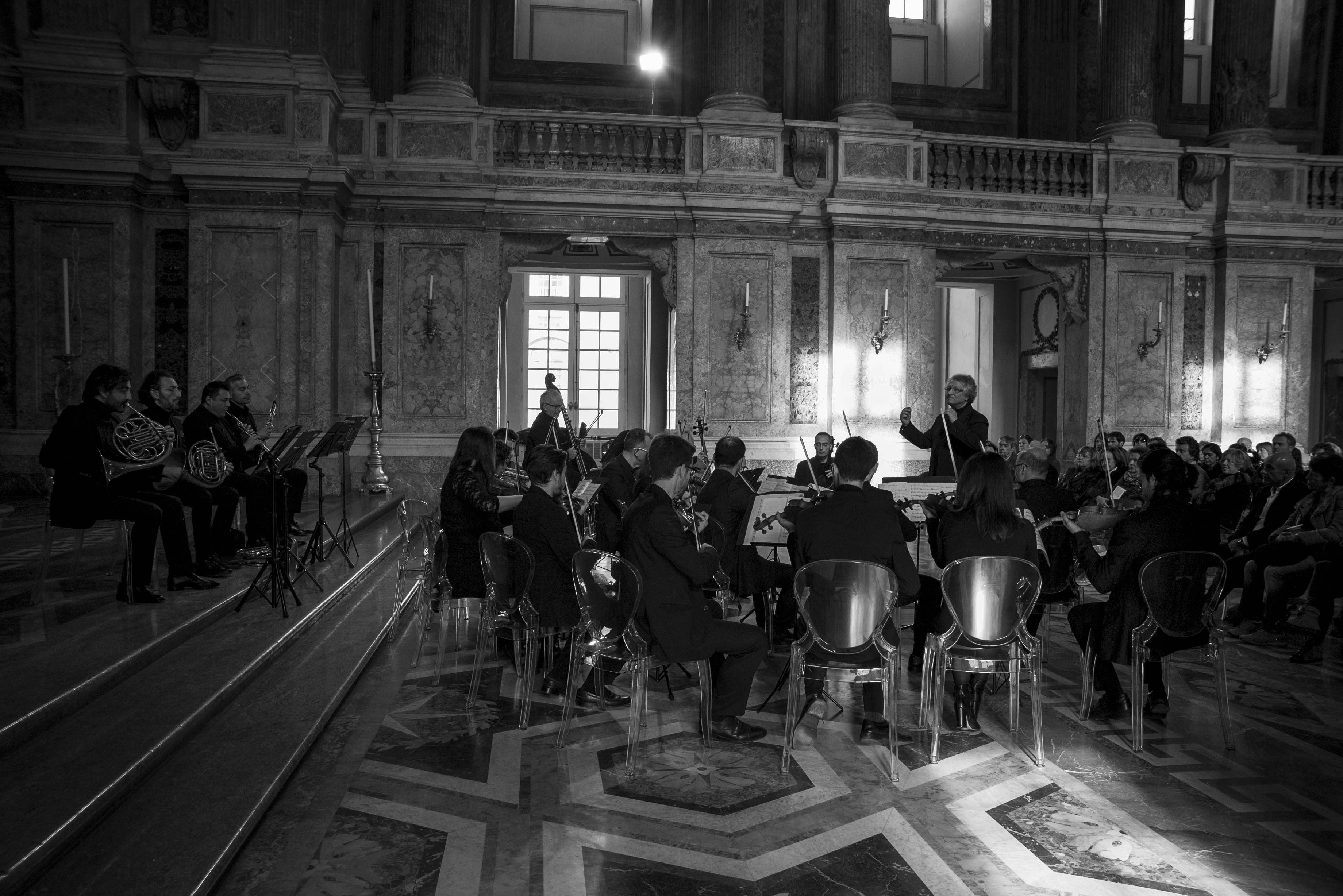 Ritorna l'Orchestra da Camera di Caserta accompagnata da  Erzhan Kulibaev, Juliana Koch e con Antithesis Piano Duo