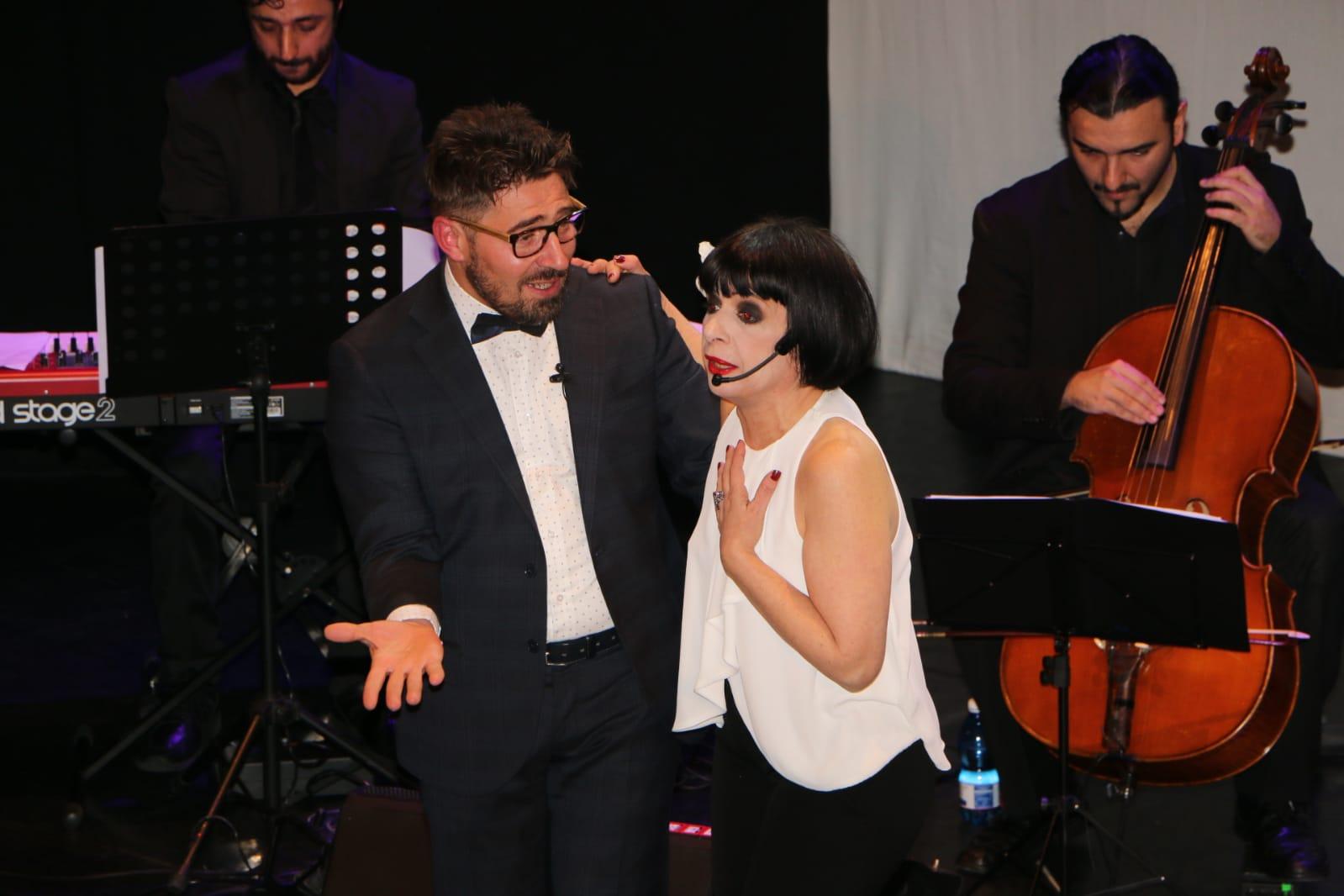 """""""La Napoli della Bella Époque"""" strega gli spettatori del teatro """"Italia"""""""