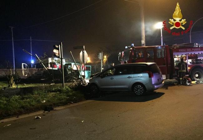 Incidente stradale tra auto e motocarro a Oleggio: un morto