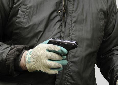 Palermo, rapinatori assaltano il distributore di benzina: il bottino è magro, solo 10 euro