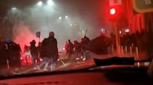 """Scontri Inter – Napoli. Il questore: """"Gli Ultras hanno colpito con delle spranghe e bastoni i bus dei tifosi del Napoli"""""""