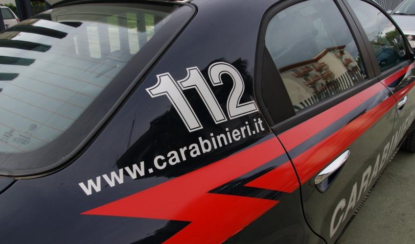 Infastidisce i clienti del bar ed aggredisce i Carabinieri: arrestato un ventenne