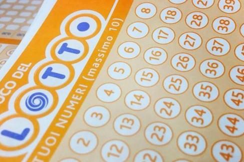 Cinque quaterne e una cinquina al Lotto: 306mila euro per un fortunato giocatore a Caivano