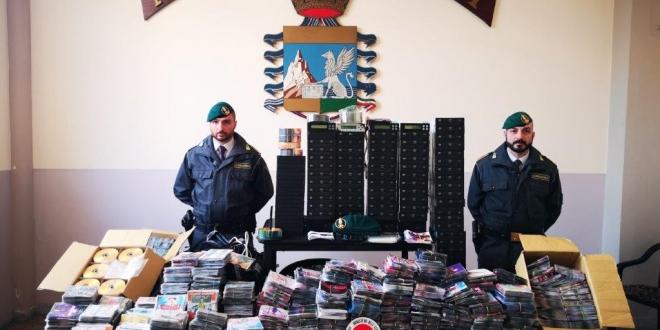 Dvd e Cd illegali: smascherato giro d'affari da 11mila euro