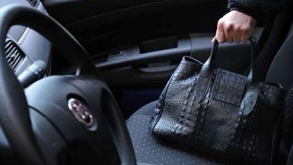 Casoria. Ruba borsa da un'auto parcheggiata fuori a un supermercato: arrestato 46enne
