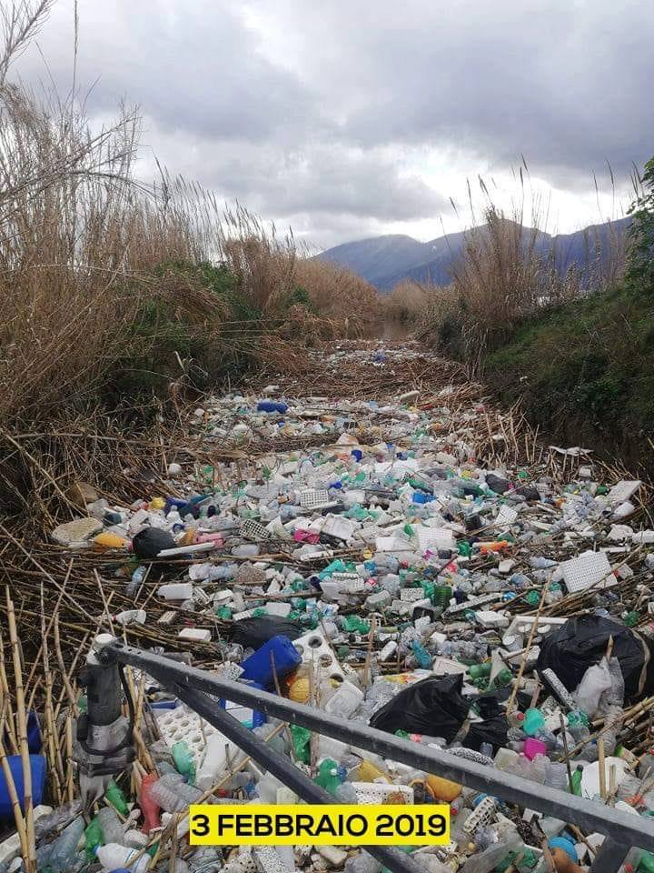 Fiume Sarno: tonnellate di rifiuti galleggianti, c'è preoccupazione
