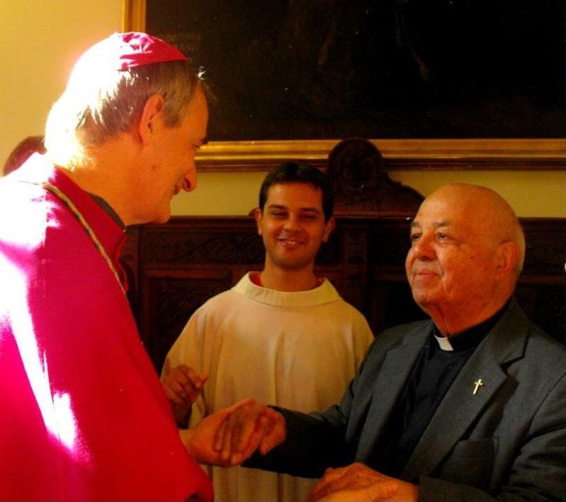 Funerali di don Raffaele Tuccillo. Il vescovo racconta: prima di morire ha cantato un inno alla Madonna