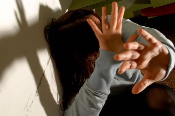 Picchia la mamma per i soldi: arrestato 33enne di Portici