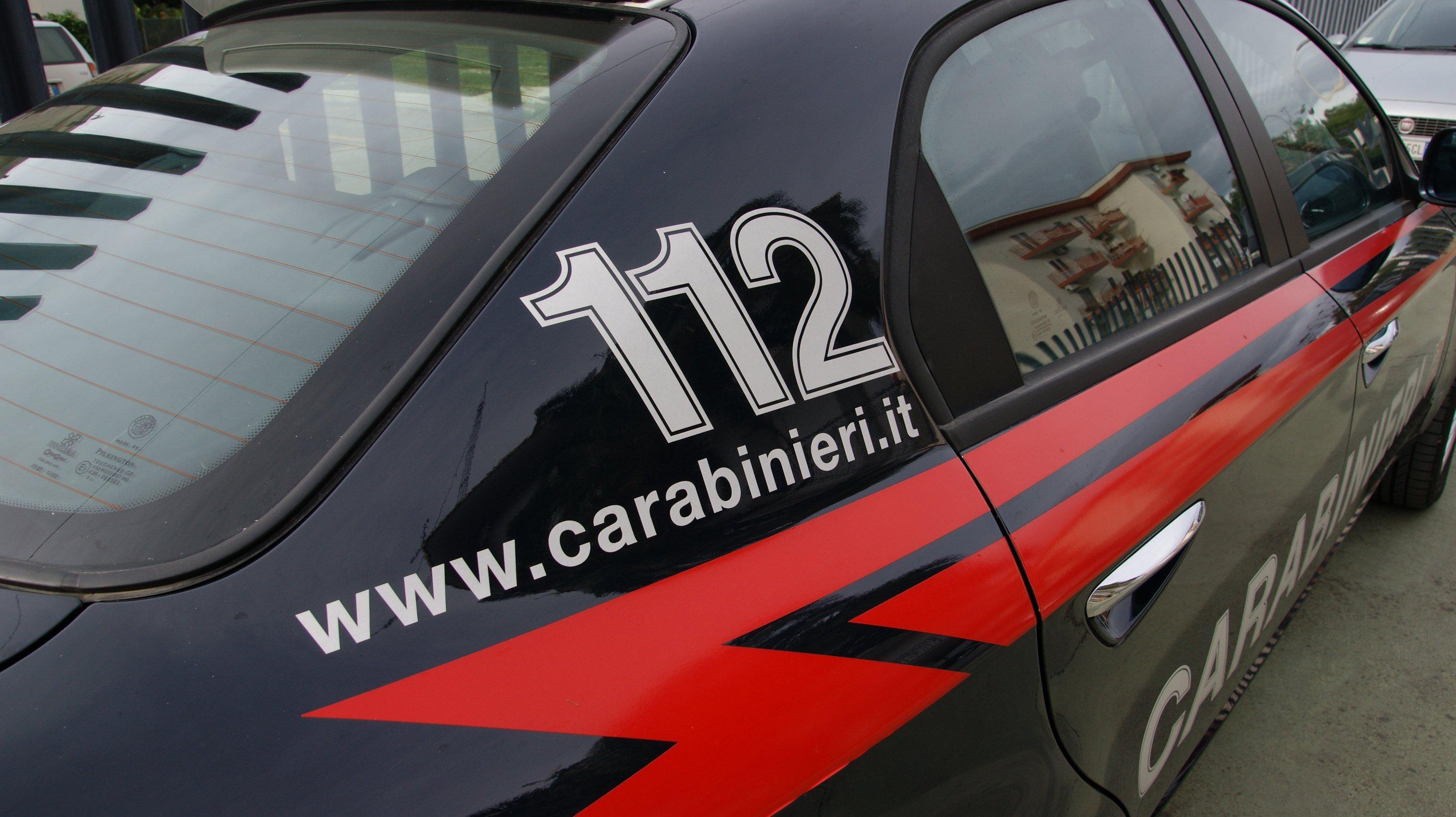 Rapinano un supermercato a Napoli: arrestato un 41enne