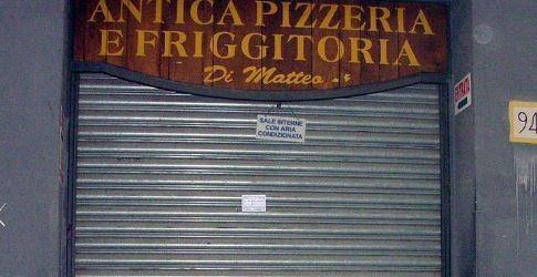 Napoli, colpi d'arma da fuoco contro la storica pizzeria Di Matteo