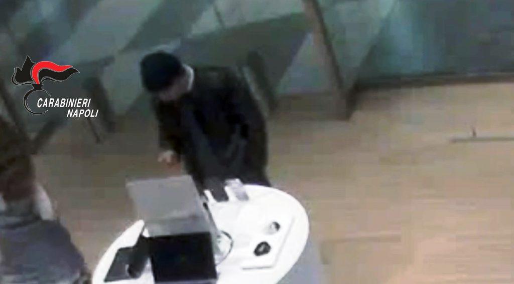 Aveva rubato uno smartphone all'interno del centro commerciale di Pompei: arrestato 42enne