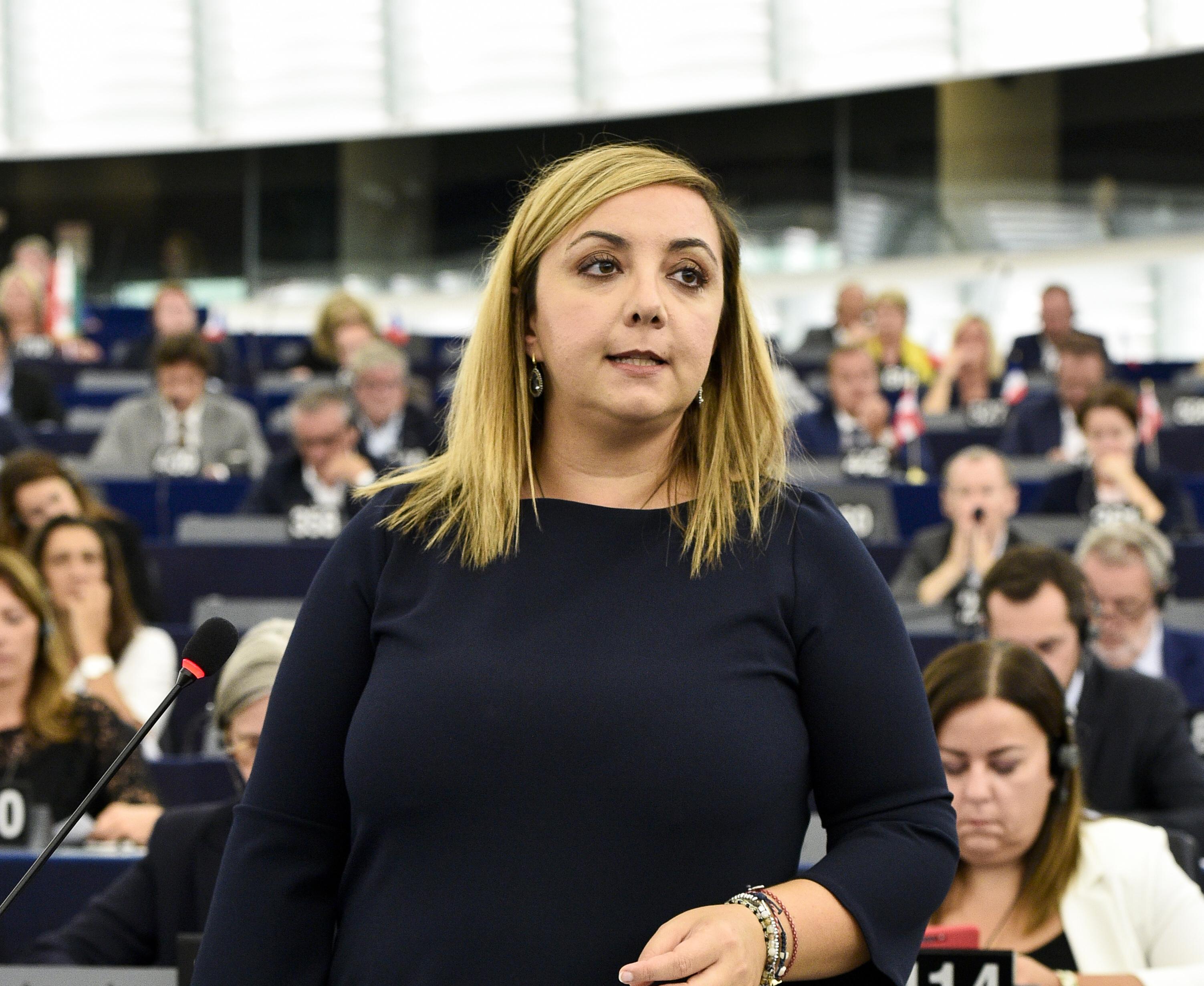 Giugliano. 10 milioni stanziati per una strada che non c'è. L'eurodeputata M5S Adinolfi interroga la Commissione Europea