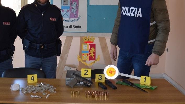 Torre Annunziata, controlli del territorio da parte della polizia: sequestrate armi e droga
