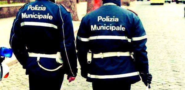 Operazione Polizia Municipale area a Nord di Napoli: sequestrate 76 cartucce, auto e moto rubate