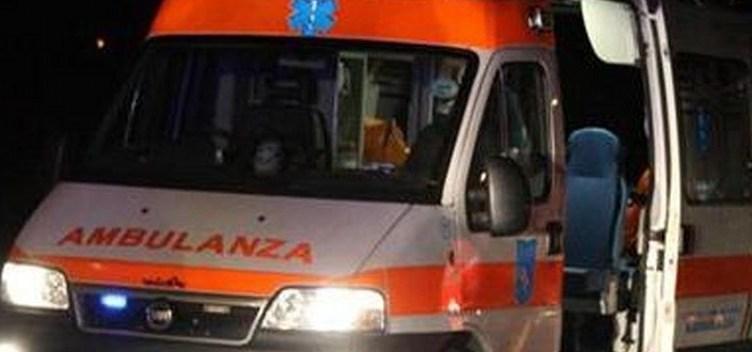 Afragola. Impatto violento tra auto e moto sul Corso Garibaldi: ferito un uomo