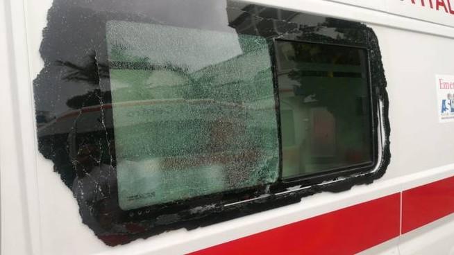 """Assalti alle ambulanze e agli autobus, l'Osservatorio Anticamorra: """"Vicinanza ai sanitari e ai dipendenti colpiti"""""""